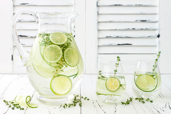 <p><strong>Засилване на метаболизма и притока на енергия</strong>: Само една чаша вода сутрин на гладно ускорява метаболизма с 24%. Какво ли ще се случи с тялото ни, ако пием вода през целия ден!</p>