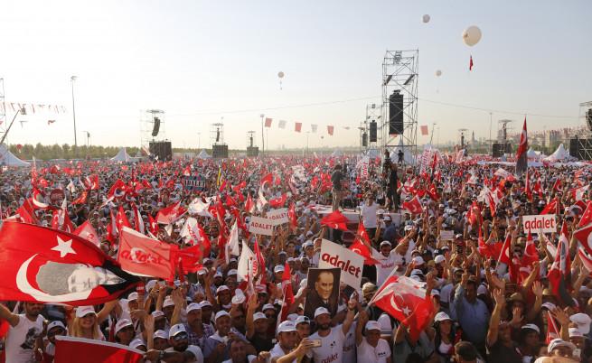 Стотици хиляди се събраха на най-големия протест срещу действията на Ердоган
