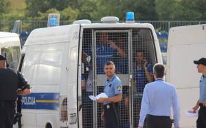 Нова драма: Задържаха фенове на Левски пред стадиона