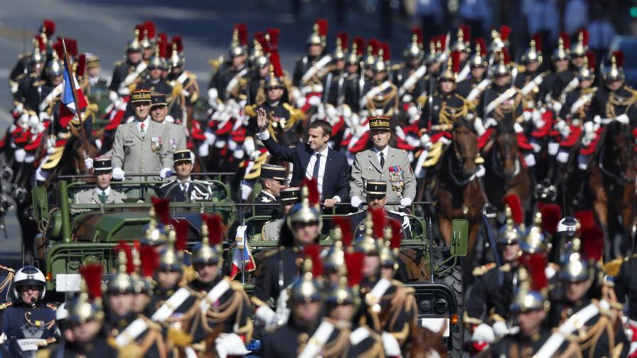 Франция посрещна Деня на Бастилията с традиционния военен парад в Париж, чийто гост бе американският президент Доналд Тръмп