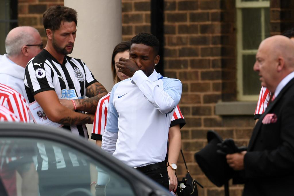 Хиляди изпратиха малкия Брадли, Дефоу носи екип на Англия<strong> източник: Gulliver/GettyImages</strong>