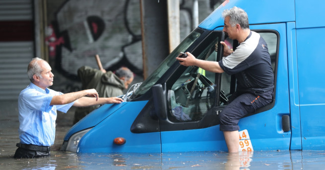 Проливни дъждове засегнаха и най-големия турски град Истанбул. В резултат