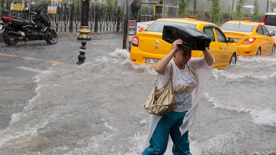 Наводнението в Истанбул - усмивки от социалните мрежи