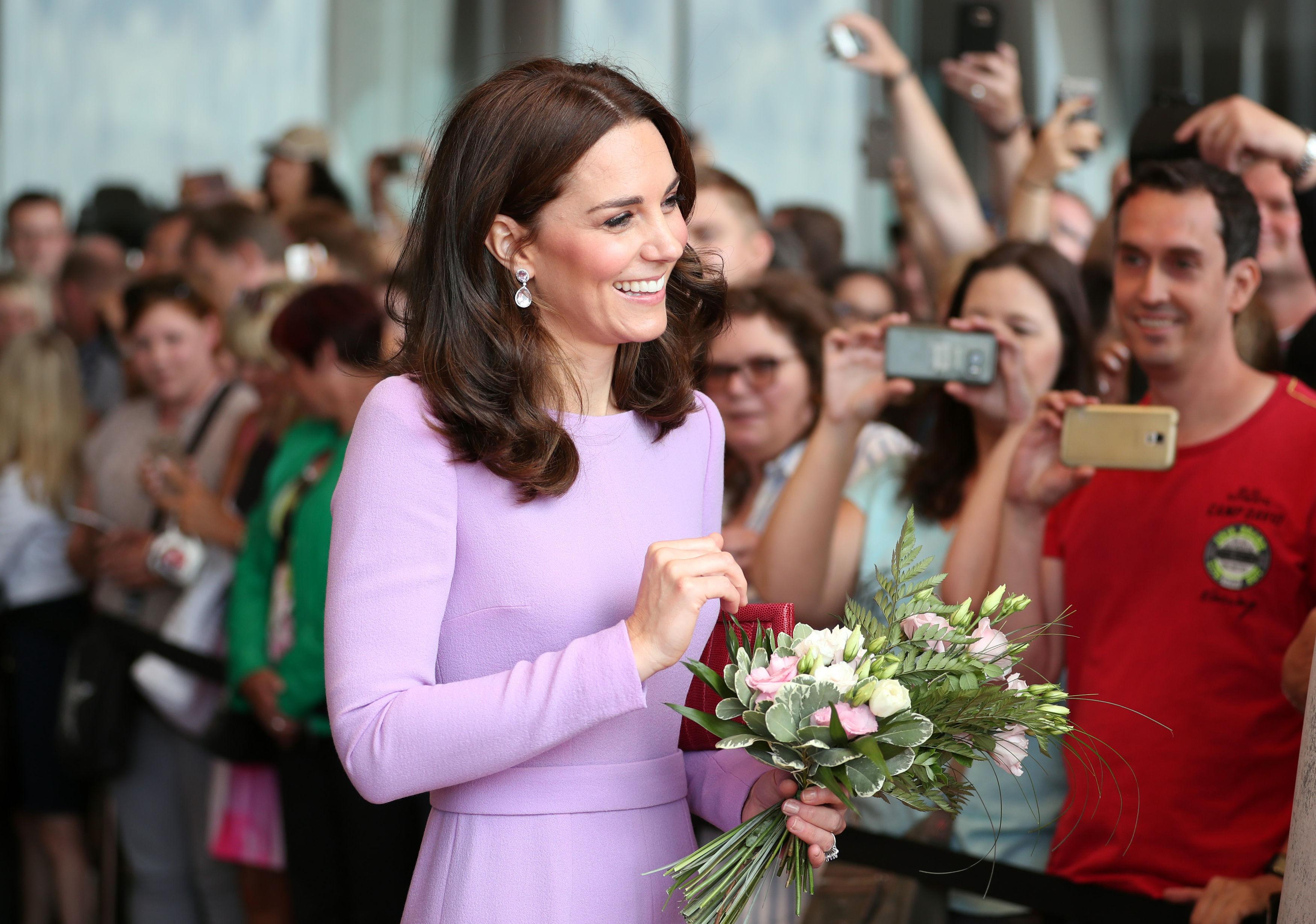 Кейт е първата жена без аристократичен произход, която се омъжва за бъдещ престолонаследник на Обединеното кралство.