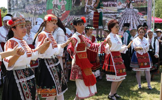 Ревю на народни носии край Арбанаси