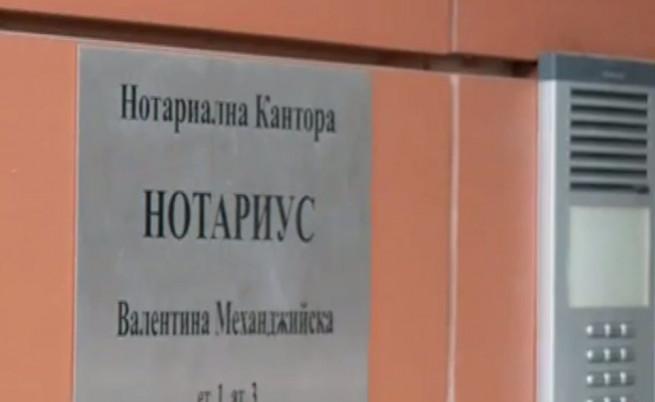 Качулати мъже пребиха жестоко нотариус и дъщеря й в София