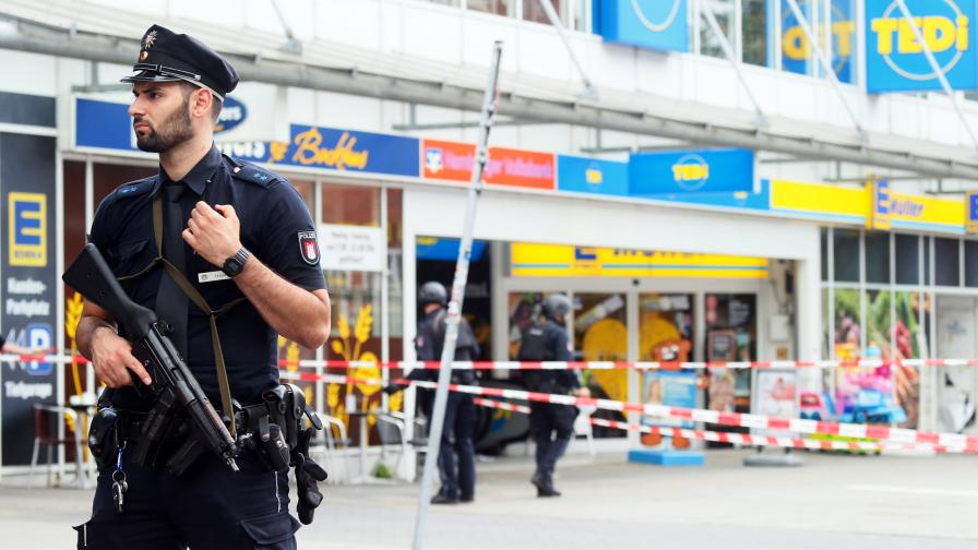 Мястото на атаката вчера беше отцепено от полицията