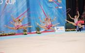 Ансамбълът с мил жест към Владинова и Тасева
