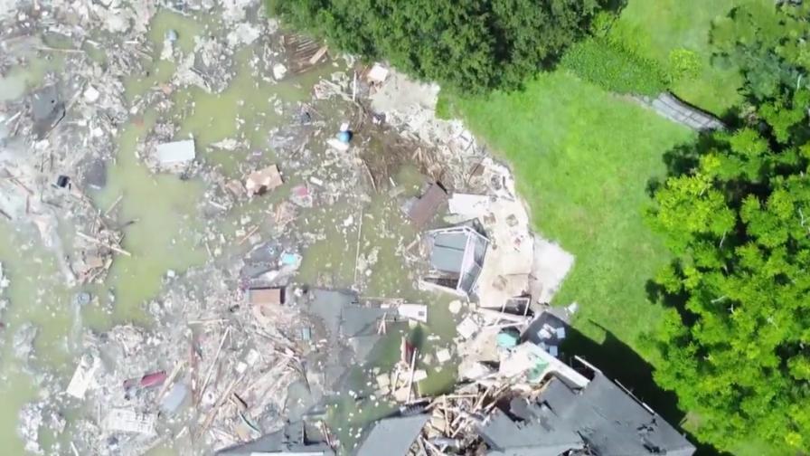 Гигантска дупка поглъща къщи и път в САЩ