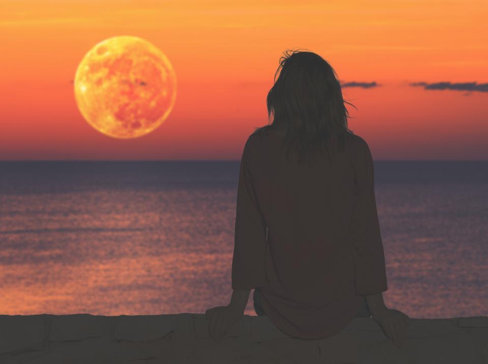 жена луна