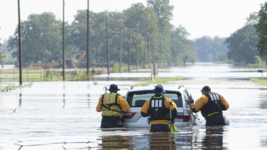 """Ураганът """"Харви"""" е стоварил 127 млрд. тона дъжд"""