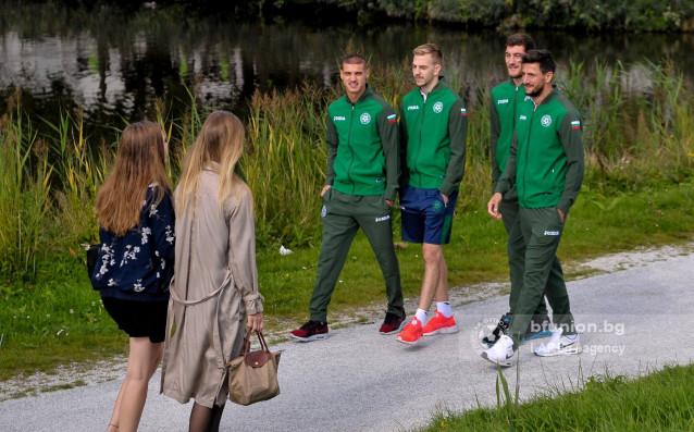 Националите се развличат с любопитна разходка преди Холандия