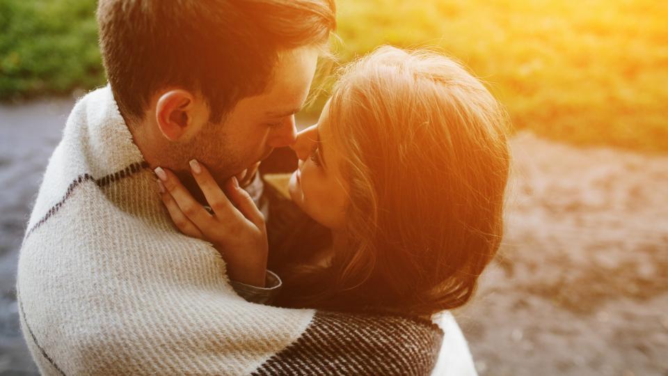 """""""Сънувах любовта и се влюбих в този сън."""": най-хубавите цитати за любовта от книгите"""