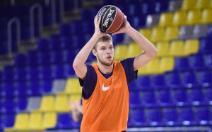 В Испания: Везенков ще играе за България