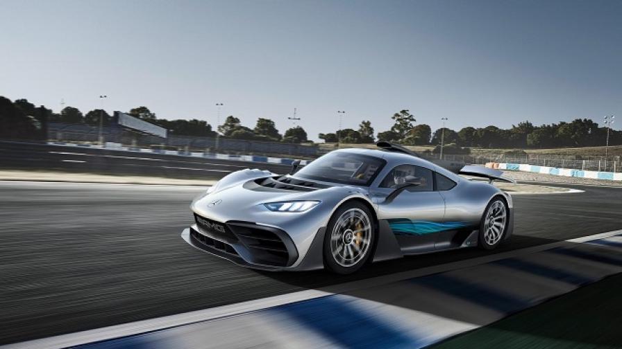 Mercedes изкара Формула 1 на пътя