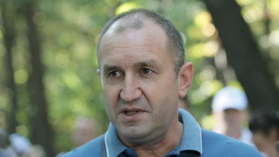 """365 дни на """"Дондуков"""" 2 - скандалите около Радев"""