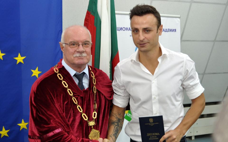 Бербатов се дипломира, вече е бакалавър