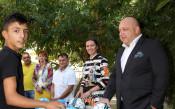Министър Кралев зарадва деца, лишени от родителски грижи<strong> източник: ММС- Пресцентър</strong>