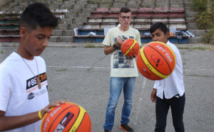 Деца, лишени от родителски грижи, получиха спортни екипи и пособия