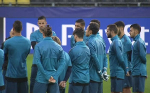 Зизу мотивира играчите си за мача срещу Борусия