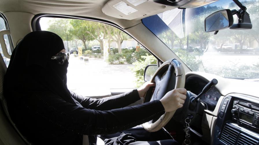 Шофиращите саудитки вече няма да са заплашени от затвор