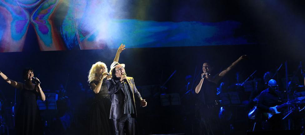 Сн. 14  - Италианският певец Ал Бано с новия си спектакъл в НДК. Той излезе на сцената с виртуозите от Софийска филхармония, И представи всичките си големи...