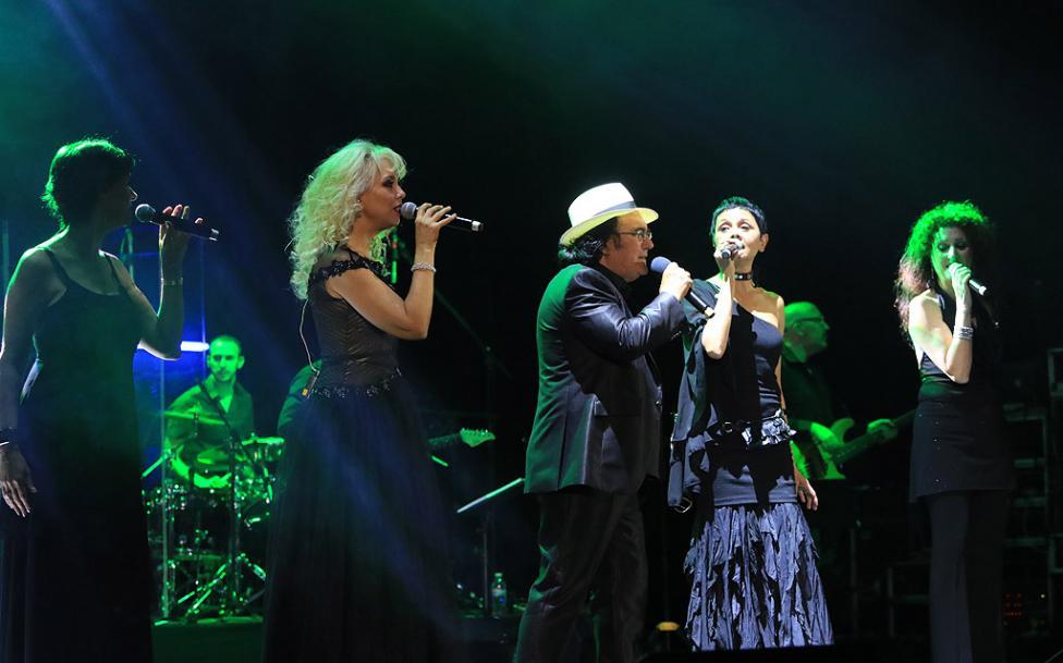 Сн. 8  - Италианският певец Ал Бано с новия си спектакъл в НДК. Той излезе на сцената с виртуозите от Софийска филхармония, И представи всичките си големи...