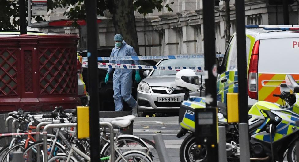 - Кола се вряза в пешеходци в района на големи музеи в Лондон
