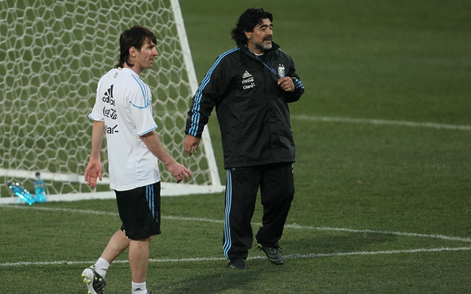 Марадона или Меси предпочитат във ФИФА?