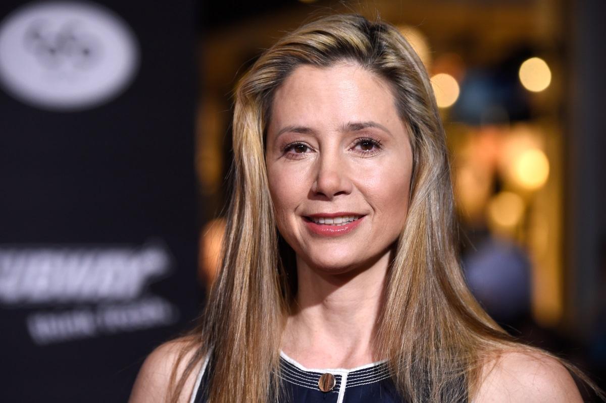 Мира Сорвино признава, че през 1995 година се озовала в стаята на Уайнстийн. По думите й тя успяла да се измъкне с аргумента, че не излиза с женени мъже.
