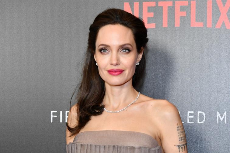 Анджелина Джоли сексуален тормоз