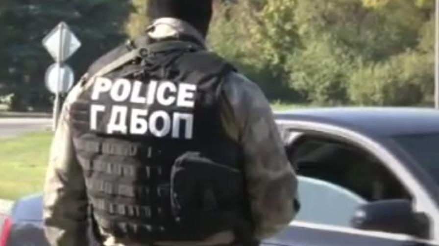 Полиция затвори изходите на Бургас, 12 арестувани