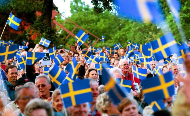 Шведи празнуват своя национален празник.