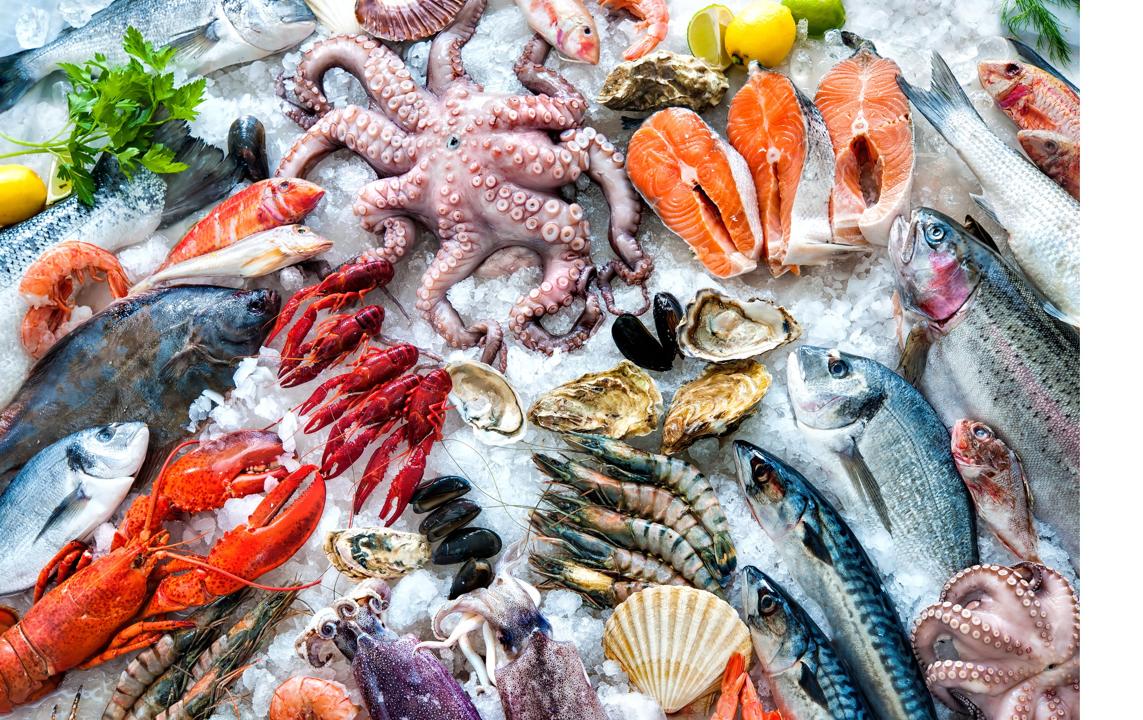 Рак (21 юни – 22 юли)<br /> <br /> Не е нужно да сте астролог, за да знаете, че храната, подходяща за Раците е с морско измерение. Освен всички риби и ракообразни, особено раци, стриди, жаби и охлюви, под юрисдикцията на този знак попадат и гъска, патица, заек и свинско месо. Зеленчуците включват краставица, лук, маруля и всички морски зеленчуци. Що се отнася до плодовете, добре е да заложат на манго, пъпеш и праскови. Трябва да се отбележи, че Ракът не е почитател на пикантните храни.<br /> <br /> Стил на готвене<br /> <br /> За Рака храната не е гориво за организма, а начин за показване на култура на хранене, както и емоционална храна. Те са склонни да ядат, когато са щастливи или тъжни. Когато Ракът готви значително количество емоции, мисли и грижи отиват във всяко едно ястие.