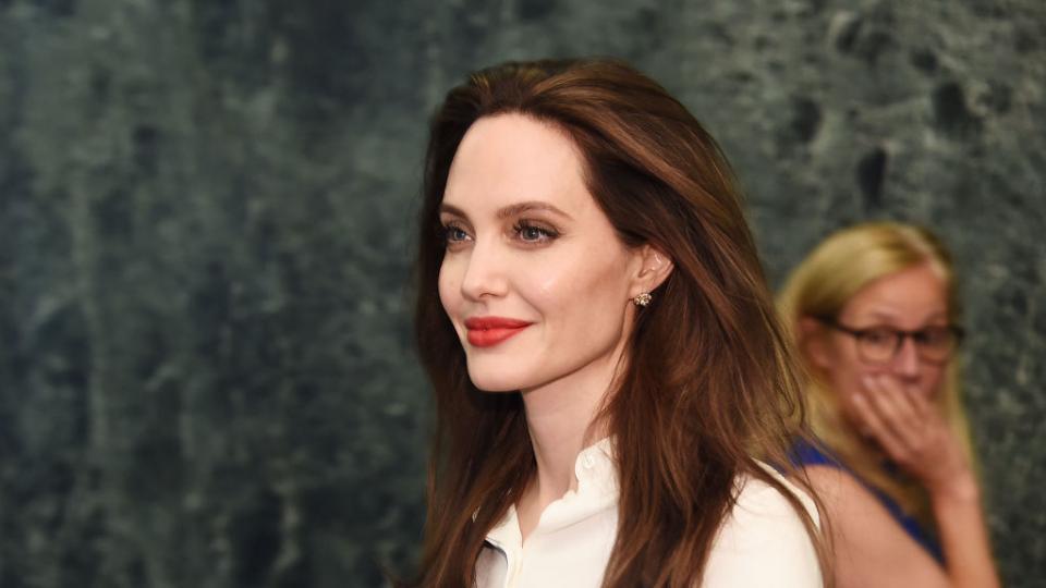 Анджелина Джоли влюбена отново в богат мистериозен мъж?
