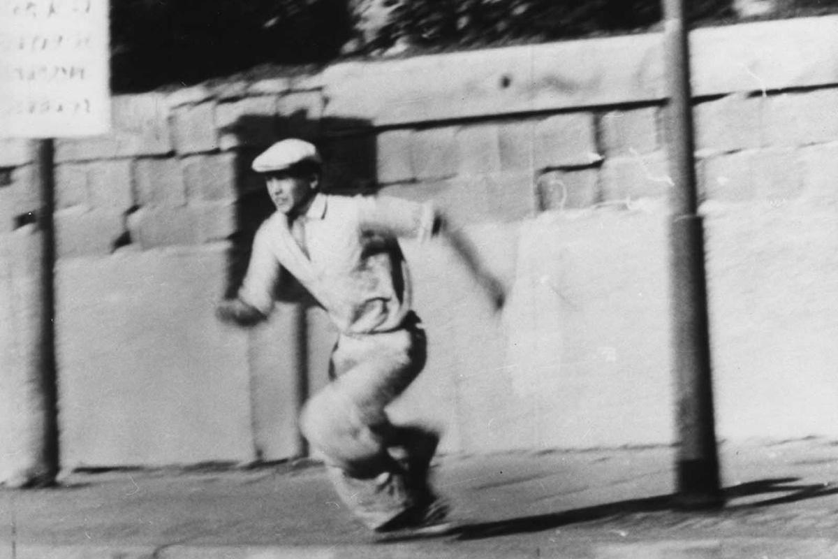 16 октомври 1961 г., мъж в опит да избяга от Източен към Западен Берлин