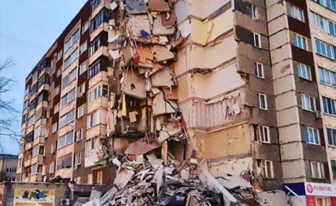 Част от жилищен блок в Русия се срина, загинали и ранени
