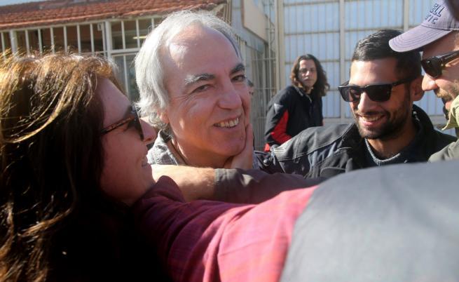 Димитрис Куфодинас на излизане от затвора