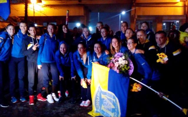 Десетки пловдивчани приветстваха шампиона на България по волейбол за жени