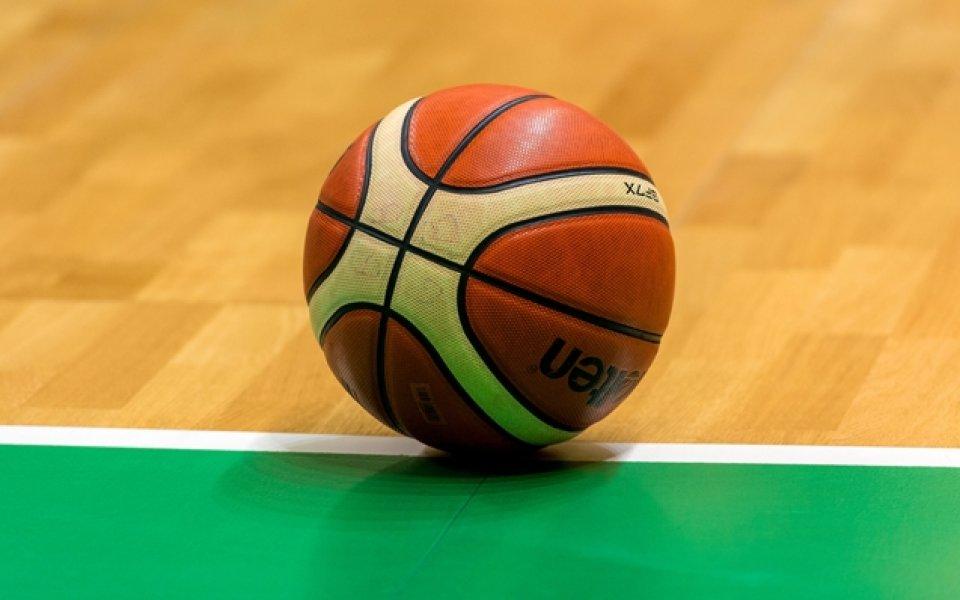 Появи се дете-чудо, 13-годишна дебютира в женския баскетбол