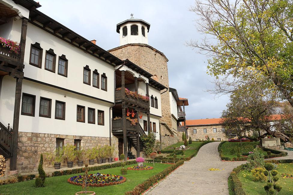 - Лесновският манастир е едно от книжовните средища на българщината през Средновековието. Основан е или от отшелника Гавриил Лесновски през 11 век, или...