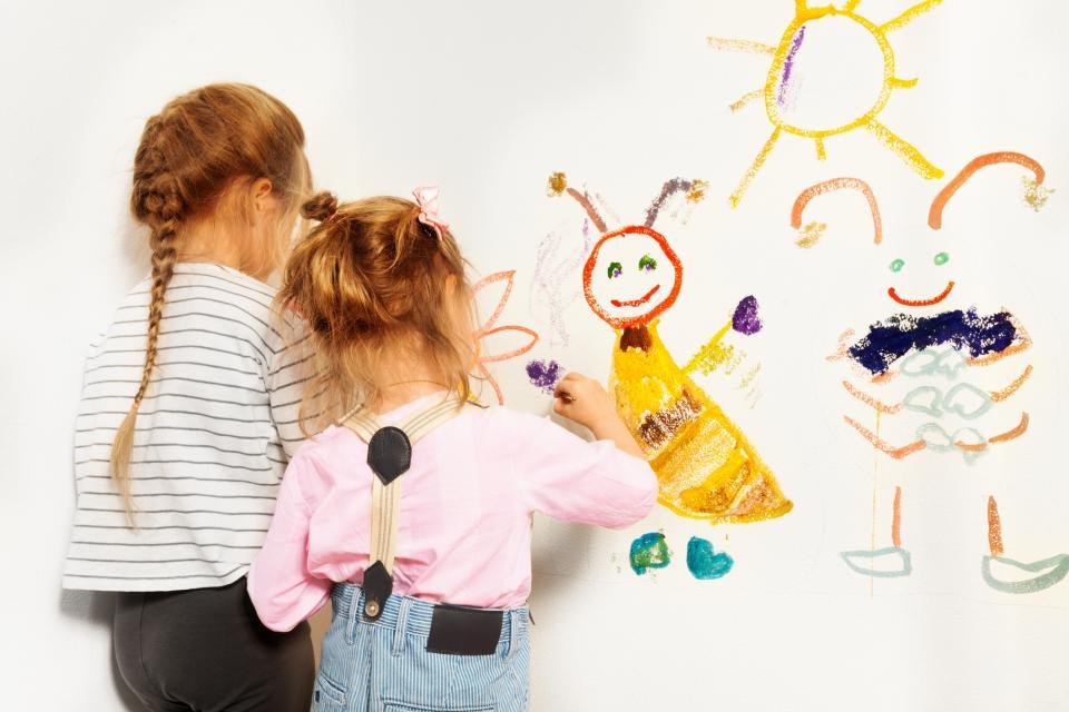 деца рисуват