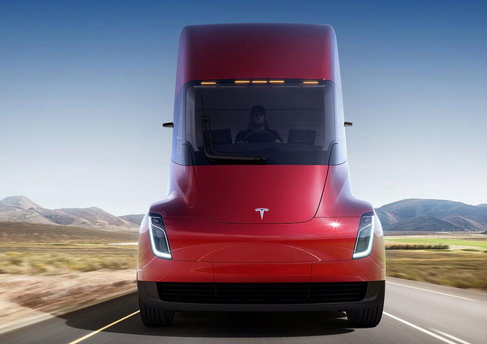 - Камионът ще може да измине около 800 километра с едно зареждане, което според Мъск е почти два пъти по-голямо от средното разстояние, което камионите...