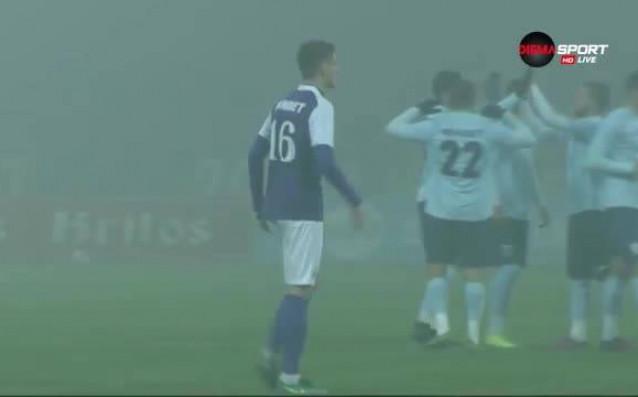 """В гъстата мъгла спуснала се над стадион """"Ивайло"""" във Велико"""