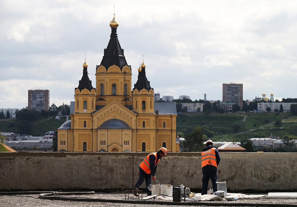 Нижни Новгород е разположен е при вливането на река Ока във Волга. Населението на града през 2011 година е 1 255 159 души, което го нарежда на 5-то място в страната.