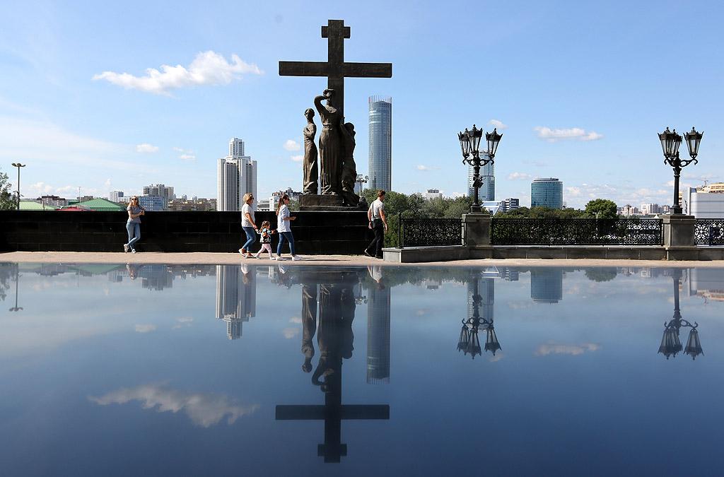 Екатеринбург е административен център на Свердловска област и на Уралския федерален окръг. Населението му е около 1 428 042 души което се нарежда на 4-то място в страната след Москва, Санкт Петербург и Новосибирск. Първоначално наречен на света Екатерина, между 1924 и 1991 година градът носи името на комунистическия деец Яков Свердлов – Свердловск.