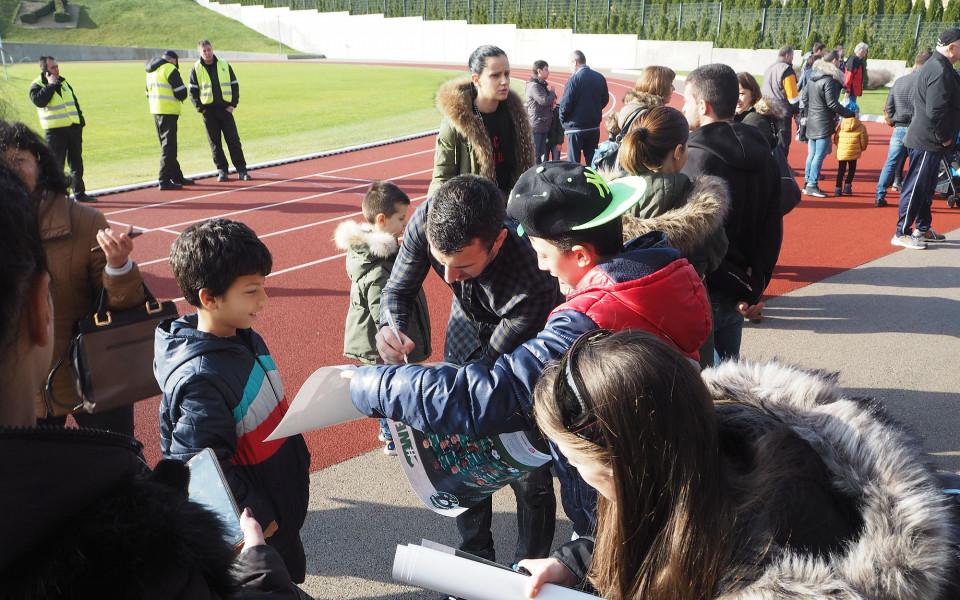 Футболистите от Лудогорец утроиха сумата за детско отделение на разградската болница