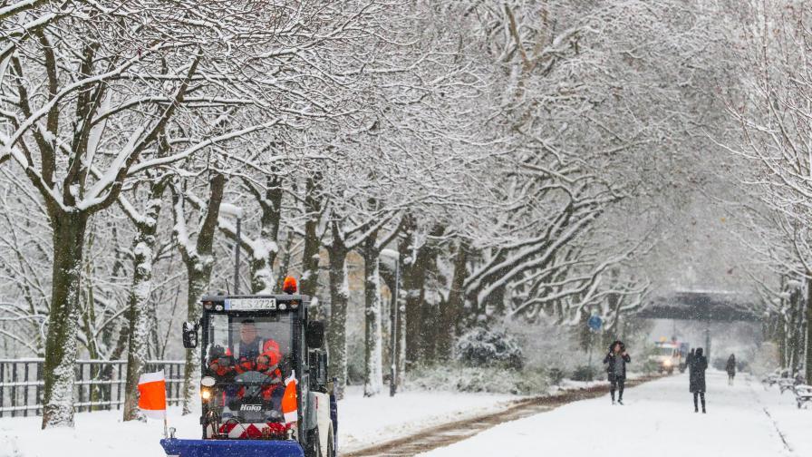 Какво причини снегът в Германия, има и жертви