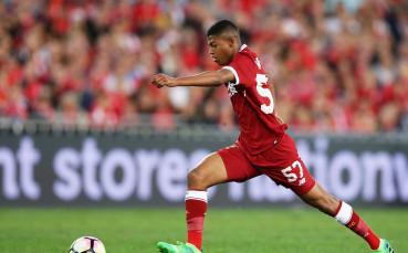 Ливърпул задържа звезден юноша с професионален договор
