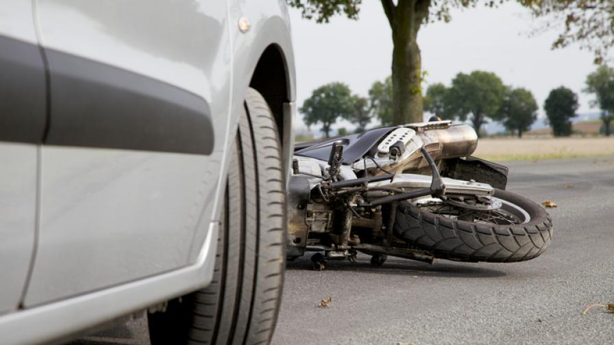 Моторист загина на място при челен удар край Кърджали